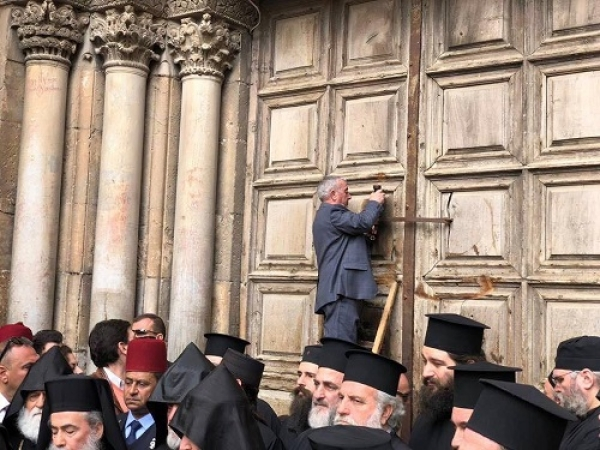 Wajeeh Nuseibeh.... closing the gates of the church of the Holy Sepulcher...... in light of the latest Christian leaders shut down of  the. CHURCH to protest Israeli policy